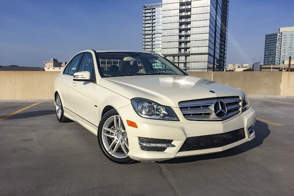 Rent a white mercedes benz c class in chicago getaround for Mercedes benz rental chicago